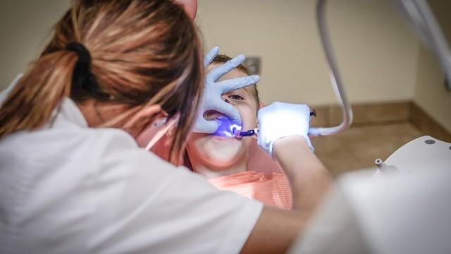 Vai tiešām Stomatoloģijas institūtā Rīgā naudas trūkuma dēļ bērniem rauj zobus bez narkozes!?