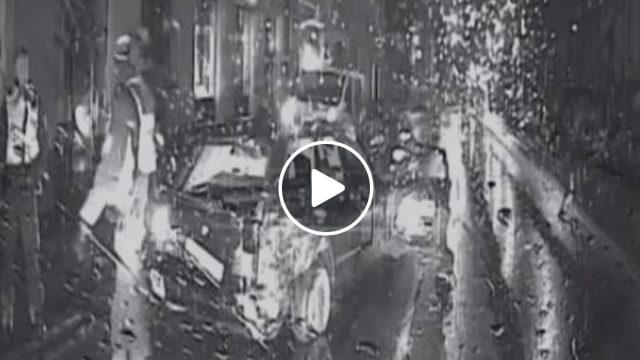 Policijas VIDEO: Pakaļdzīšanās Rīgas ielās, kādu negadās redzēt bieži! Tiek izvilktas arī pistoles…