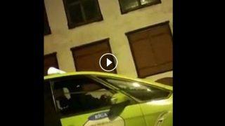 Aculiecinieka VIDEO: Taksistu kari Vecrīgā… līdz asinīm! Vai atgriežas 90-tie?