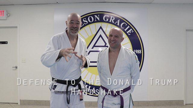 VIDEO: Cīņas mākslu meistars māca, kā izvairīties no Donalda Trampa rokasspiediena!