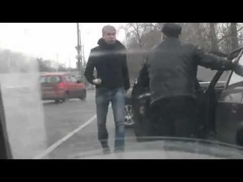 VIDEO: Krievu komiķis un aktieris Svetlakovs pārmāca kungu, kas uz ceļa dauzīja večuku!