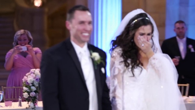 VIDEO: Līgava domāja, ka pāra pirmā kāzu deja tiks sabojāta, taču tad notika neticamais..
