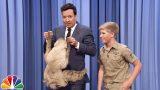 VIDEO: Ļaudis sajūsmina krokodilu mednieka Stīva Ērvina puika. Kopija pēc izskata un uzvedības.