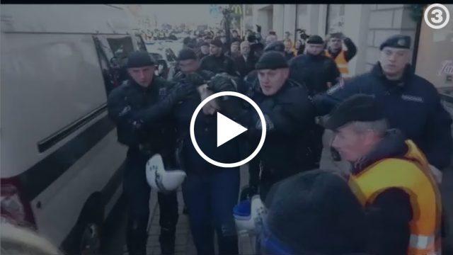 """VIDEO: Operatīvi! Ka policija ātri un bez žēlastības """"sašņorēja"""" divus 16. marta provokatorus!?"""