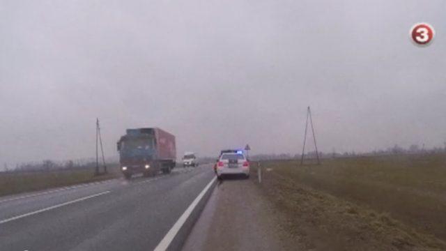 VIDEO: Policijas šefs traucas ar 130km/h un tiek apturēts! Viņa taisnošanās ĻOTI nepārliecinoša…