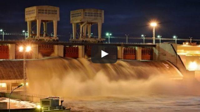 VIDEO: Iespaidīgs skats! Pļaviņu HES atver slūžas!