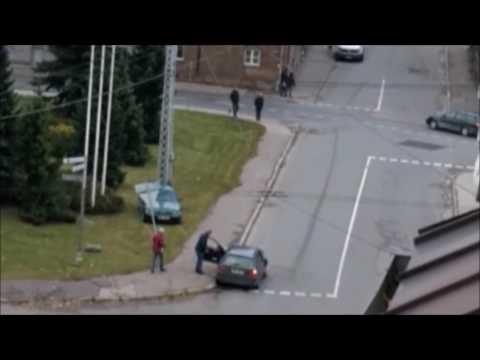 Aculiecinieka VIDEO: Pārdzēries autovadītājs Rīgas centrā sadauza 9 (!) automašīnas!