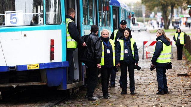 Noderīgi! Ko darīt, ja braucat Rīgas Satiksmes transportā bez biļetes un Jūs aptur kontrole?