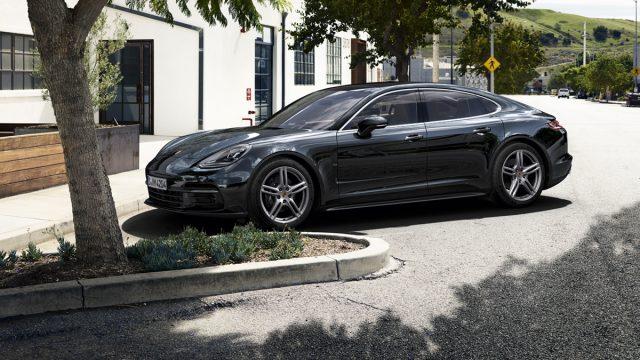 Somu futbola zvaigznei Jari Litmanenam nozagto Porsche Panamera atrod… Latvijā, Valmierā!