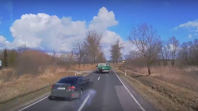 VIDEO: Apbrīnojama izvairīšanās no šķietami neizbēgamas sadursmes!