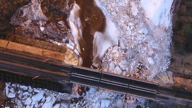 VIDEO: Iespaidīgi! Kā izskatās ledus iešana Ogres upē no putna lidojuma!?