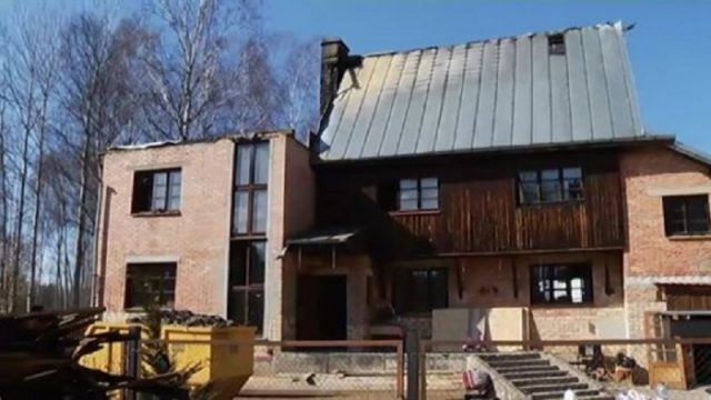 Atklāti nepatīkami fakti par baiso ugunsnelaimi Jura Šteinberga mājā Bukultos!