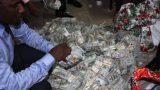 FOTO: Policija dzīvoklī atrod… 43 000 000 ASV dolāru!