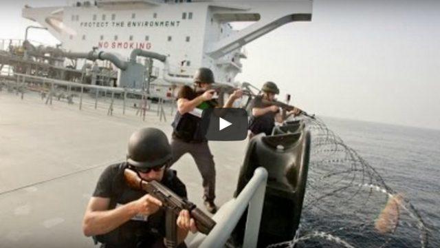 Publicēts video ar spraigu apšaudi starp kuģa apsardzi un Somālijas pirātiem!