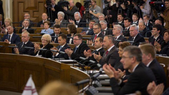 Šodien Saeimā ārkārtas sēde! Katrs deputāts, kurš atzīsies melos labprātīgi, saņems tikai nosacītu sodu!
