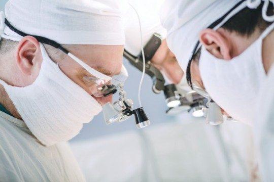 Tiesa attaisno ķirurgu, kurš nogrieza 4 gadīga zēna krāniņu!