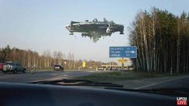 Autobraucējus uz Siguldas šosejas pārsteidz nezināms lidojošs objekts!