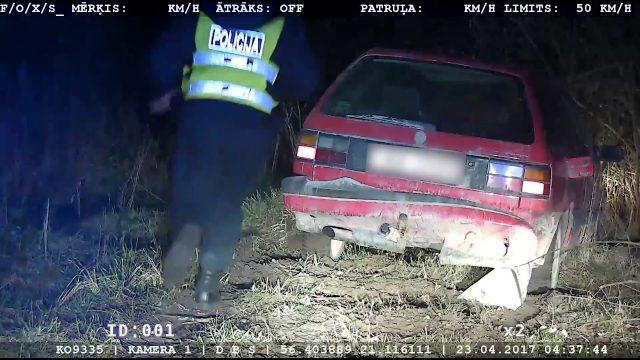 Policijas video – iespējams lēnākā bēgšana no policijas, kāda jebkad redzēta…