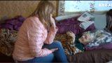 """VIDEO: Kāpēc ārstu komija vilcinās? Smagi slima sirmgalve: """"Es tikai gaidu to dienu, kad nomiršu""""."""