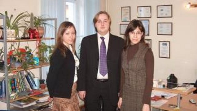 """Izrādās, ka Latvijā ir ierēdnis, kurš """"strādā"""" divās ministrijās un vēl 7 (!) darbavietās!"""