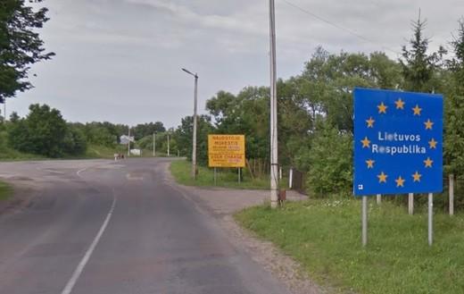 Lietuvas robežsargi liek Latvijas pilsonim noņemt no mašīnas uzlīmes ar padomju simboliku!