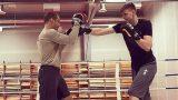 FOTO: Notikusi vēsturiska tikšanās – boksa ringā Mairis Briedis un Kristaps Porziņģis!