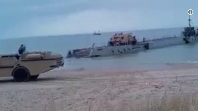 VIDEO: Ventspils pludmalē desantējas ASV jūras kājnieki ar kaujas tehniku!