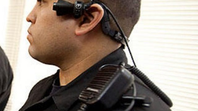 Latvijā ceļu policistus aprīkos ar apģērbam piestiprināmām videokamerām!