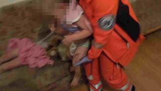 Ārprāts! Policisti izsaukumā Rīgā sastop pārdzērušos grūtnieci ar četriem mazgadīgiem bērniem!