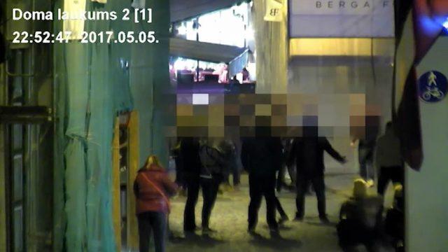 VIDEO: Masveida kautiņš Vecrīgā – ap 20 kaušļiem un 5 policijas ekipāžas! Notiek pakaļdzīšanās!