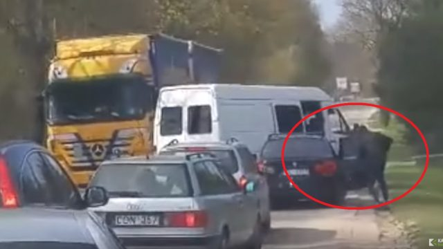 VIDEO: Šoks! Lietuvā dienas laikā brutāli piekauj šoferi un nozog Latvijā reģistrētu BMW!