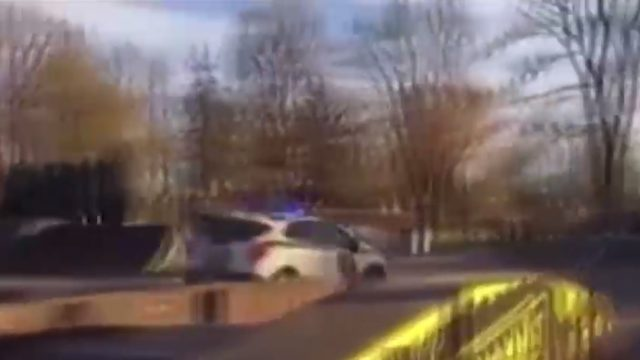 VIDEO: Bīstama policijas pakaļdzīšanās cauri Cēsu centram!