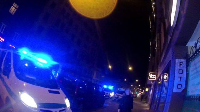 ĀRPRĀTS! Rīgas pirtī, Čaka ielā, aiztur 33 nepilngadīgas personas – jaunākajai tikai 12 gadi