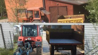 STEIDZAMI: Meklē divus vīriešus, kuri ar traktoru speciāli NOTRIECA meitenīti!