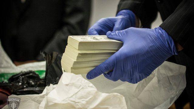 FOTO: Latvijā 3,5 miljonu ASV dolāru viltošanā pieķertais grupējums, nodots kriminālvajāšanai!