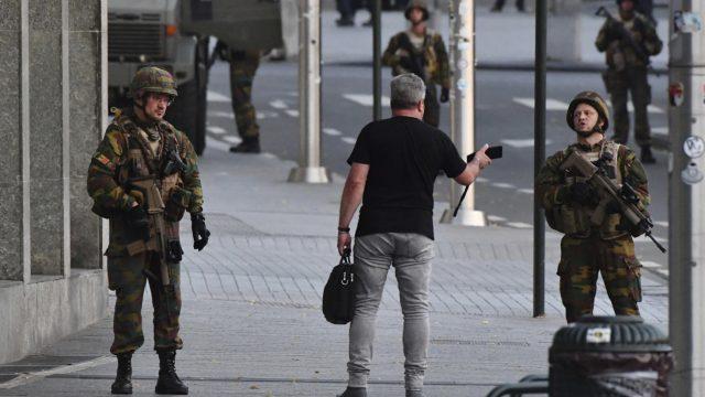 VIDEO: Briselē vakar vakarā noticis sprādziens stacijā – karavīri teroristu likvidējuši!