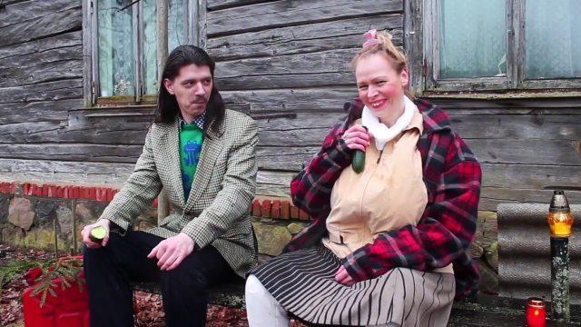 """VIDEO: Noskaties! Jaunieši izveido smieklīgu parodiju šovam """"Saimnieks meklē sievu""""!"""