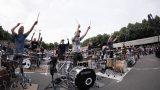 """VIDEO: GRANDIOZI! Grīziņkalnā 300 bundzinieki kopā ar """"The Sound Poets"""" izpilda """"KALNIEM PĀRI""""!"""