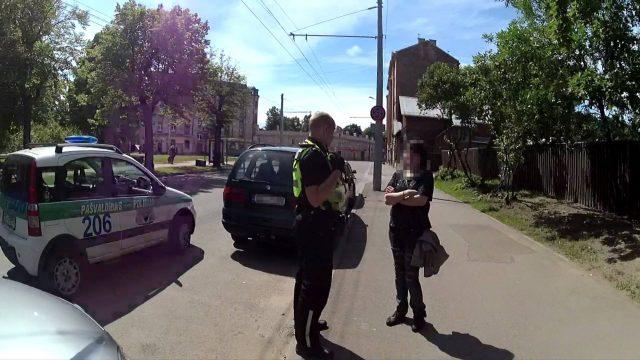 Policisti Rīgā gandrīz notriec meiteni dzērumā! Meitene izrādās bezvēsts pazudusī!