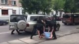 VIDEO: Valsts policija: Dramatiskā cilvēka nolaupīšana Jelgavā, izrādās… vecpuišu ballītes joks!