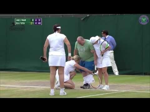 """VIDEO: Tas brīdis, kad tenisistei Vimbldonā apnīk """"pārgudrs"""" skatītājs-komentētājs un viņa…"""
