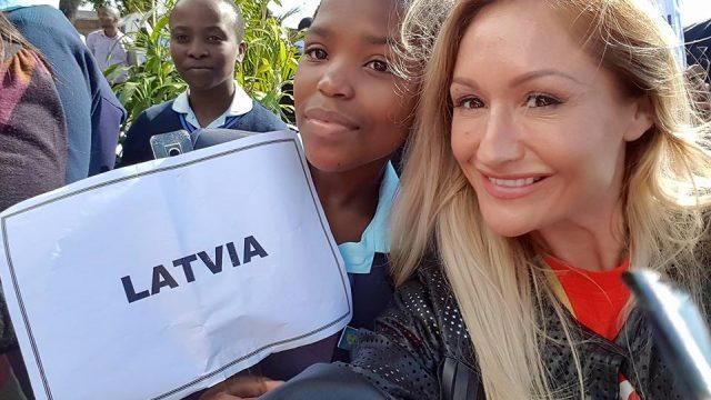 """Simpātiskā latviete Zanda konkursā """"Mrs Universe 2017"""" pasauli pārsteidz ar episku video!"""