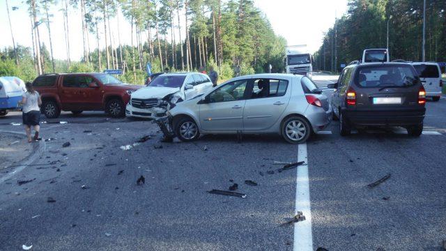 """FOTO: Smaga avārija """"Tūjas krustā"""" – vadītāja neievēro zīmi """"Dodiet ceļu""""!"""