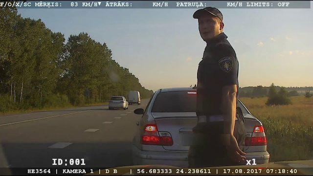 VIDEO: Netrafarētās policijas automašīnas pierāda savu efektivitāti!