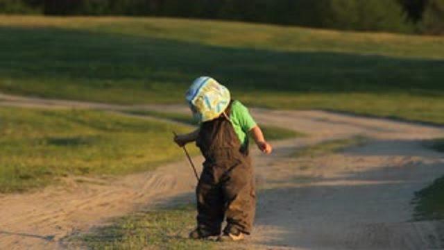 Uz Cēsu ceļa atrod pamestu 2-gadīgu puisīti, kura kājas sapinušās makšķernieku tīklā!