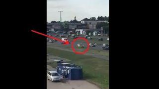 VIDEO: Taksists Rīgā pa Krasta ielu burtiski nesas atpakaļgaitā!