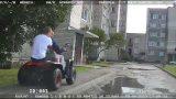 VIDEO: Policija dzenas pakaļ kvadraciklam, bet nenoķer! Lūdz, atpazīt braucējus!