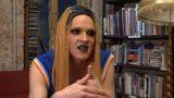VIDEO: Rodžers: Esmu parasts puisis no Juglas, kura seju klāj bieza grima kārta, bet galvu rotā parūka!