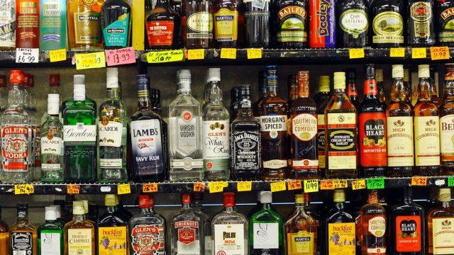 Šis jāzina! Alkohola kaitīguma reitings – kuru dzērienu lietojot, būs vissmagāk?