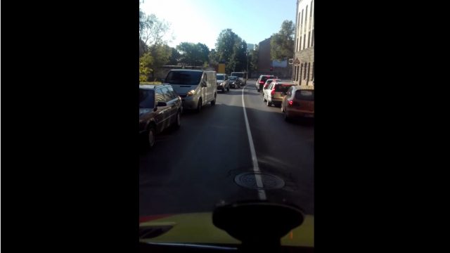 """VIDEO: Lūk, kā izskatās ātrās palīdzības ceļš uz Stradiņu slimnīcu no """"ātro"""" šofera skatpunkta!"""